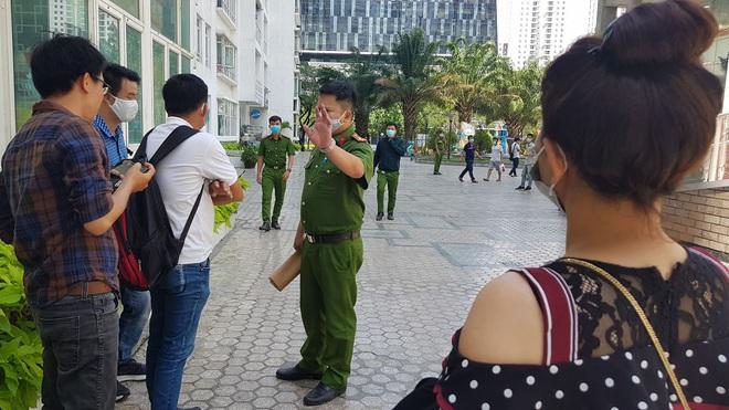 Đoạn camera ghi hình tiến sĩ Bùi Quang Tín trước lúc tử vong - Ảnh 3.