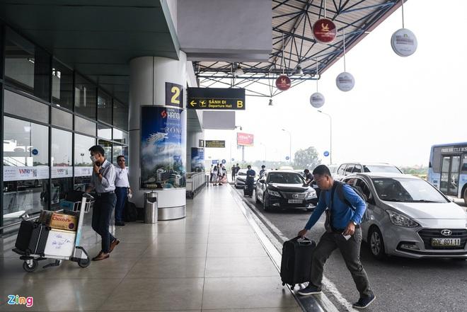 Dịch Covid-19 ngày 29/4: Bệnh nhân ở Hà Tĩnh diễn biến phức tạp, dương tính lại nhiều lần; Sân bay Tân Sơn Nhất đông đúc trước dịp lễ 30/4 - Ảnh 3.