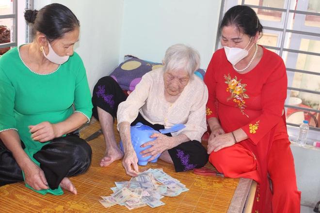 Cụ bà 107 tuổi tới ủy ban ủng hộ 10 triệu đồng cho quỹ chống dịch Covid-19 - Ảnh 3.