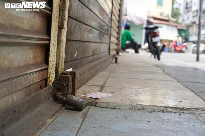 Một tuần sau khi hết cách ly, cả dãy phố ở Hà Nội vẫn không buồn mở cửa - Ảnh 6.