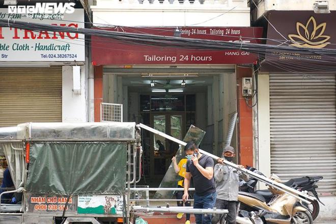 Một tuần sau khi hết cách ly, cả dãy phố ở Hà Nội vẫn không buồn mở cửa - Ảnh 8.