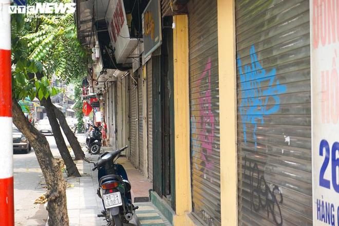 Một tuần sau khi hết cách ly, cả dãy phố ở Hà Nội vẫn không buồn mở cửa - Ảnh 10.
