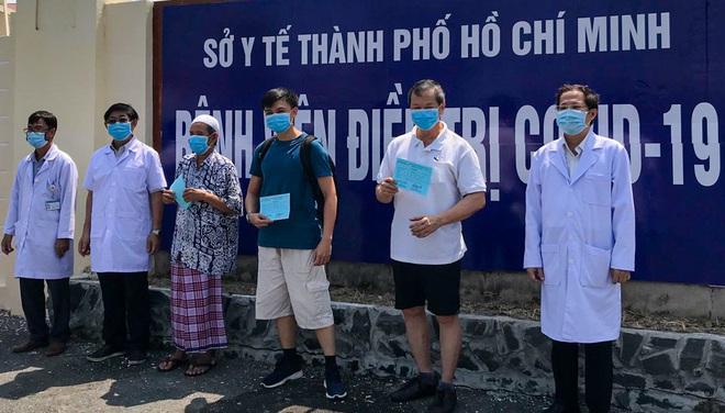 Bệnh nhân nhiễm Covid-19 đi nhà thờ ở Sài Gòn xuất viện, phát hiện thêm 1 ca nguy cơ nhiễm cao - Ảnh 1.