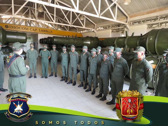 Tên lửa S-300V Venezuela vươn bàn tay tử thần: Chiến đấu cơ lạ đừng dại dột lại gần - Ảnh 5.