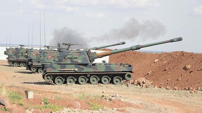Lò lửa Idlib bùng nổ, đấu pháo dữ dội - Cỗ máy chiến tranh Nga ầm ầm chuyển động, QĐ Syria vào vị trí - Ảnh 2.
