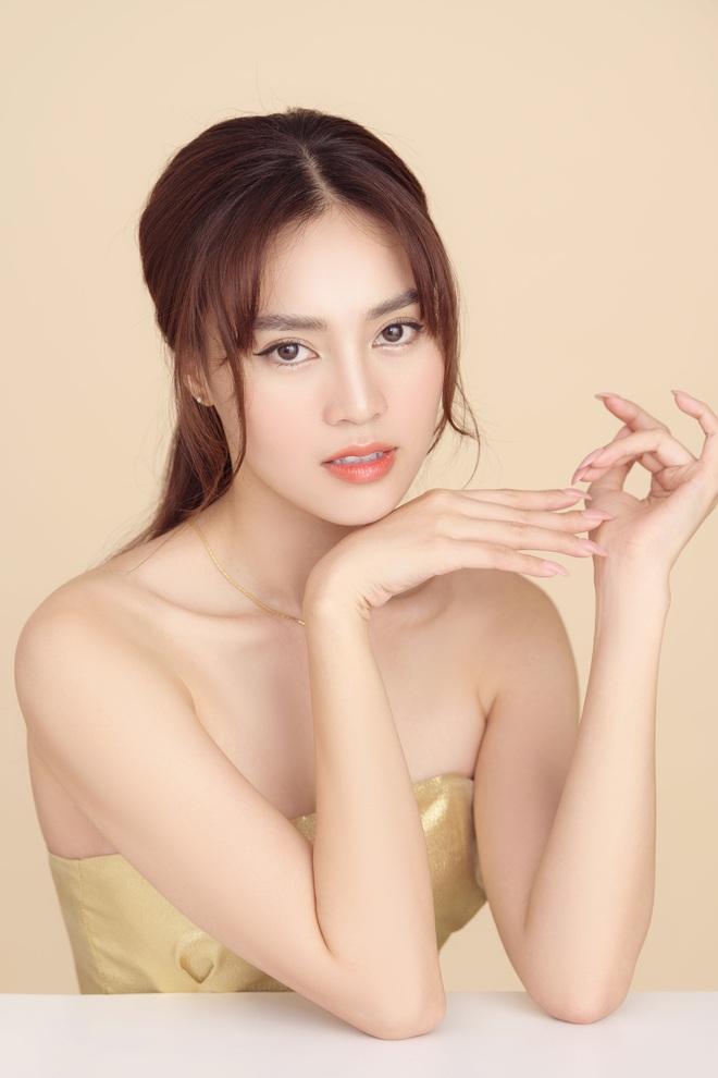 Ninh Dương Lan Ngọc khoe vai trần quyến rũ mừng tuổi mới - Ảnh 2.