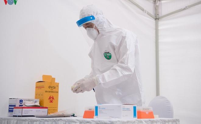 Thủ tướng: Tăng tốc sản xuất trang thiết bị y tế, máy thở phòng chống dịch COVID-19