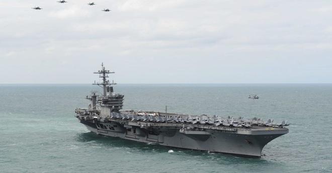 Thủy thủ tàu Roosevelt hô vang Hạm trưởng Crozier!: Chấn động nước Mỹ, chưa từng có - Ảnh 2.
