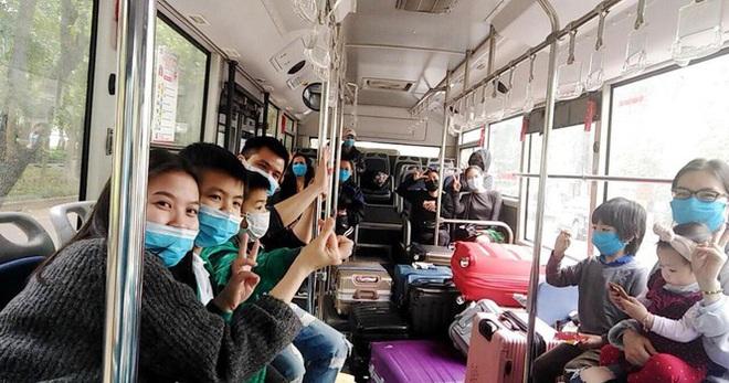 Tâm sự của tài xế xe buýt đưa người hết cách ly về địa phương - Ảnh 1.