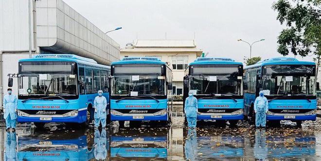 Tâm sự của tài xế xe buýt đưa người hết cách ly về địa phương - Ảnh 2.