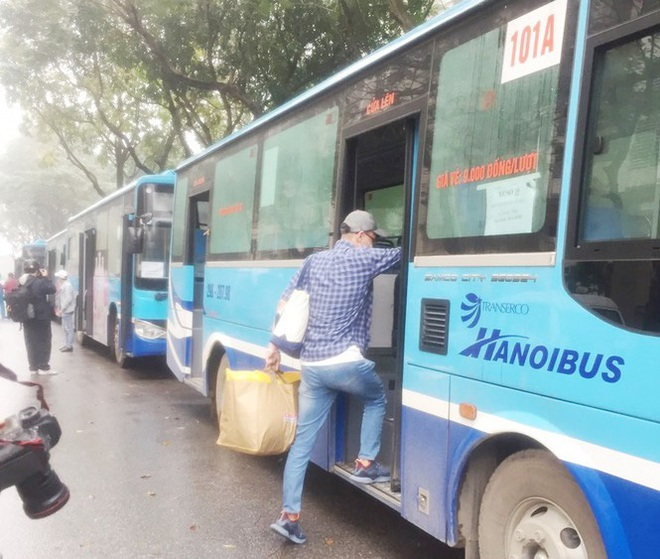 Tâm sự của tài xế xe buýt đưa người hết cách ly về địa phương - Ảnh 3.