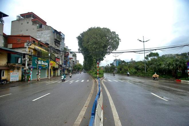 Cận cảnh Hà Nội kiểm tra, xử lý người ra đường không thuộc diện cho phép - ảnh 3