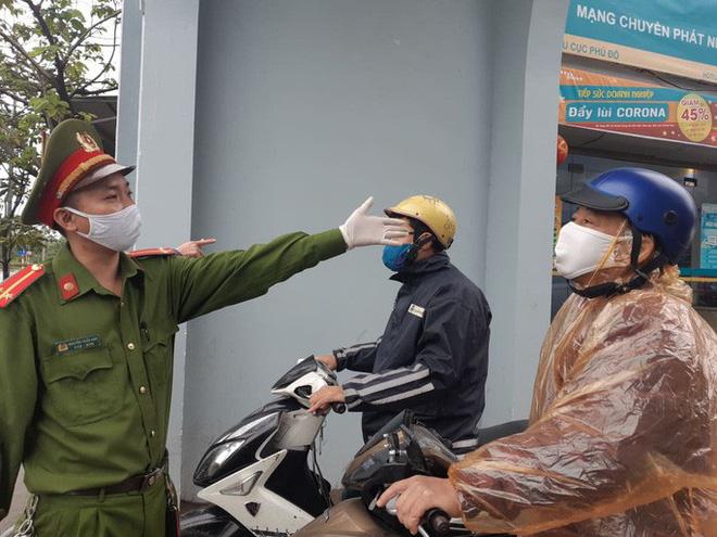 Cận cảnh Hà Nội kiểm tra, xử lý người ra đường không thuộc diện cho phép - ảnh 5