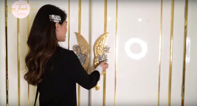 Ngọc Thanh Tâm khoe căn nhà rộng 650m2, phòng của mẹ đại gia toàn đồ mạ vàng sang chảnh - Ảnh 13.