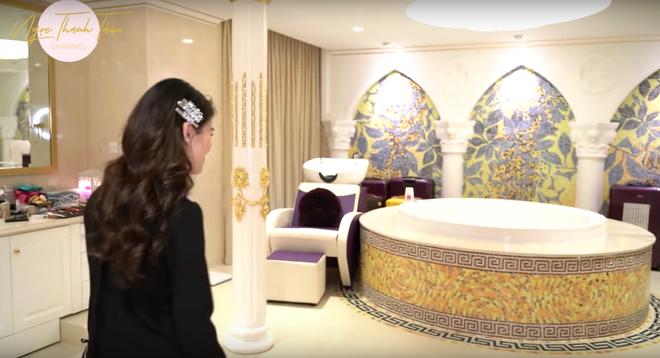 Ngọc Thanh Tâm khoe căn nhà rộng 650m2, phòng của mẹ đại gia toàn đồ mạ vàng sang chảnh - Ảnh 20.