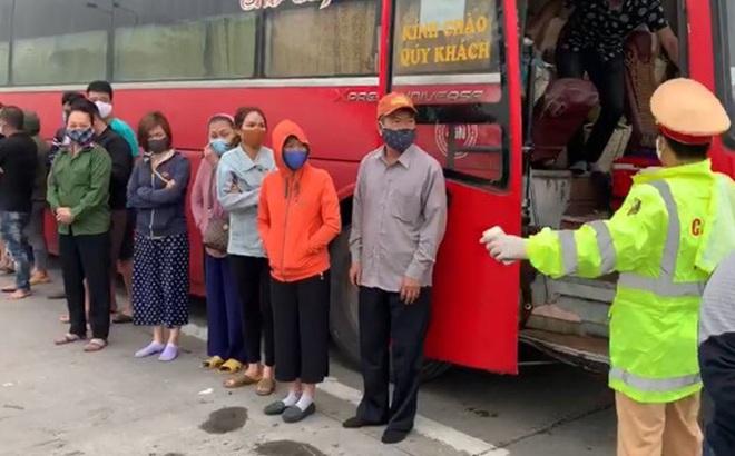 Xe khách tuyến Sài Gòn - Hà Nội chở 30 người bất chấp lệnh cấm phòng dịch Covid-19