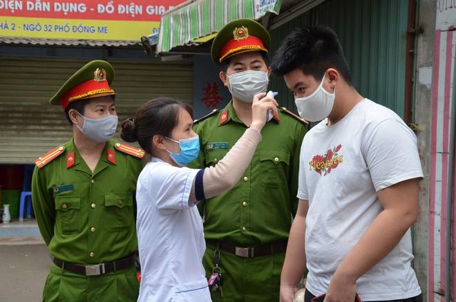 Trung tá công an chia sẻ khó khăn về xử lý người dân ra đường trong thời gian cách ly xã hội  - Ảnh 5.