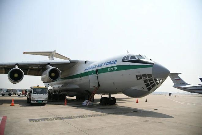 Biện pháp mạnh chống hớt tay trên: 5 vận tải cơ hạng nặng từ Nga đổ bộ Trung Quốc áp tiêu vật tư y tế - Ảnh 1.