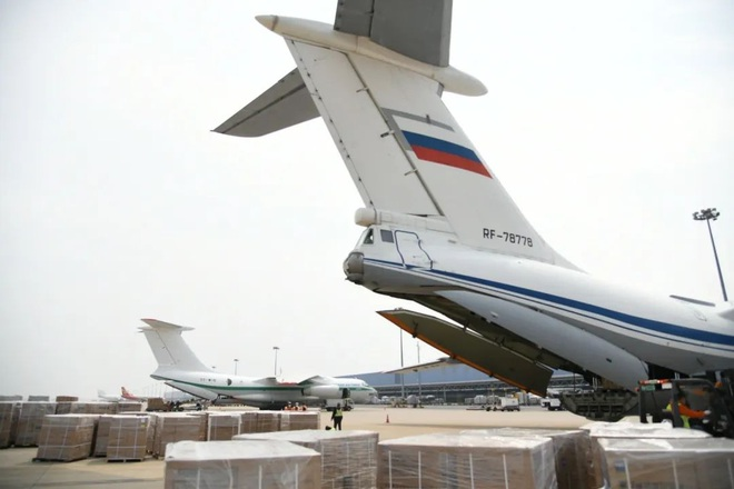 Biện pháp mạnh chống hớt tay trên: 5 vận tải cơ hạng nặng từ Nga đổ bộ Trung Quốc áp tiêu vật tư y tế - Ảnh 2.