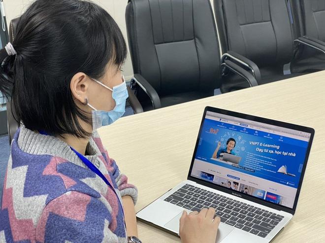 Hà Nội: Phấn đấu mục tiêu 100% trường học tổ chức dạy học trực tuyến - Ảnh 1.