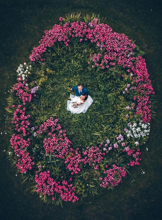Cảnh nhà sư chèo thuyền chở hoa của nhiếp ảnh gia Việt lọt top ảnh đẹp thế giới - Ảnh 7.
