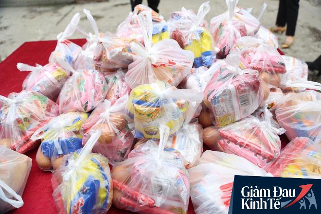 Ấm lòng mùa dịch: Doanh nghiệp chung tay phát hàng trăm suất ăn mỗi ngày cho người nghèo Hà Nội - Ảnh 7.