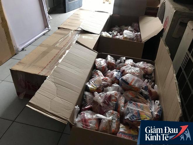 Ấm lòng mùa dịch: Doanh nghiệp chung tay phát hàng trăm suất ăn mỗi ngày cho người nghèo Hà Nội - Ảnh 10.