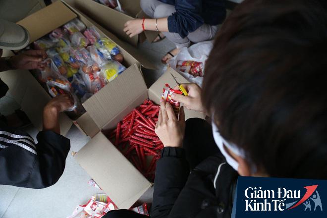 Ấm lòng mùa dịch: Doanh nghiệp chung tay phát hàng trăm suất ăn mỗi ngày cho người nghèo Hà Nội - Ảnh 8.