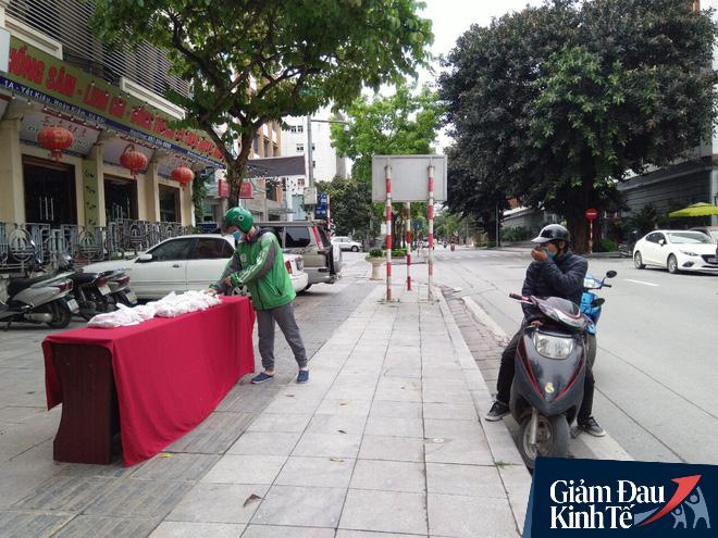 Ấm lòng mùa dịch: Doanh nghiệp chung tay phát hàng trăm suất ăn mỗi ngày cho người nghèo Hà Nội - Ảnh 5.