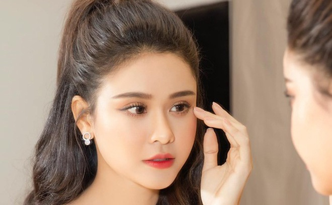 Trương Quỳnh Anh thừa nhận stress, cảm thấy vô dụng khi bị hủy hàng loạt show diễn