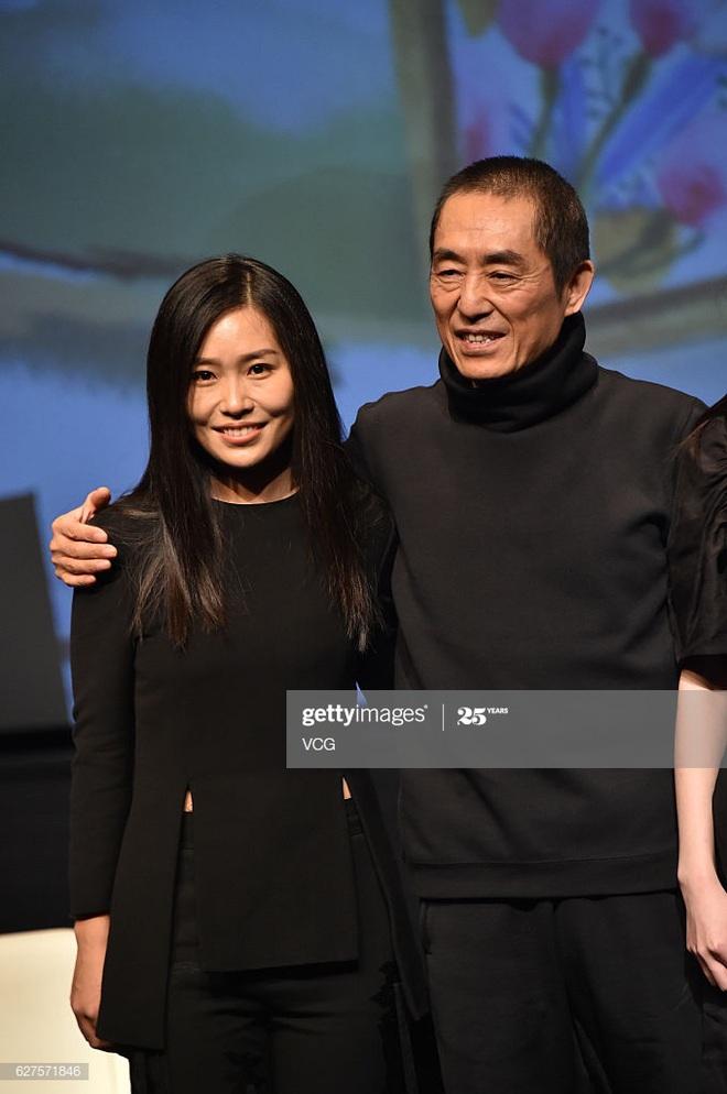 Con gái Trương Nghệ Mưu: Tuổi thơ bất hạnh vì cha mẹ ly hôn, đòi từ mặt cha khi bị cấm yêu - Ảnh 4.