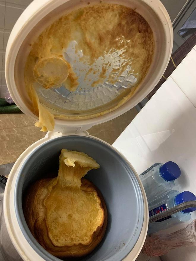 Những pha thất bại cay đắng của hội chị em khi ở nhà nấu ăn mùa dịch: Bánh bông lan Bao Công làm bằng nồi cơm điện, chè sữa trân châu nát bét - Ảnh 1.