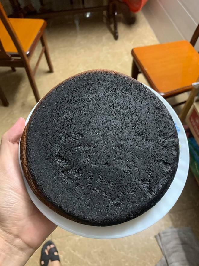 Những pha thất bại cay đắng của hội chị em khi ở nhà nấu ăn mùa dịch: Bánh bông lan Bao Công làm bằng nồi cơm điện, chè sữa trân châu nát bét - Ảnh 2.