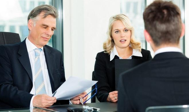 Nếu là giám đốc, anh sẽ báo cáo công việc lên cấp trên thế nào?, ứng viên   đưa ra phương án thiếu trung thực, không ngờ lại trúng tuyển - Ảnh 2.