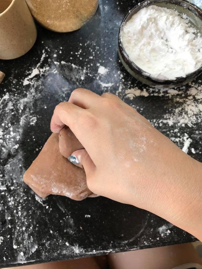 Những pha thất bại cay đắng của hội chị em khi ở nhà nấu ăn mùa dịch: Bánh bông lan Bao Công làm bằng nồi cơm điện, chè sữa trân châu nát bét - Ảnh 20.