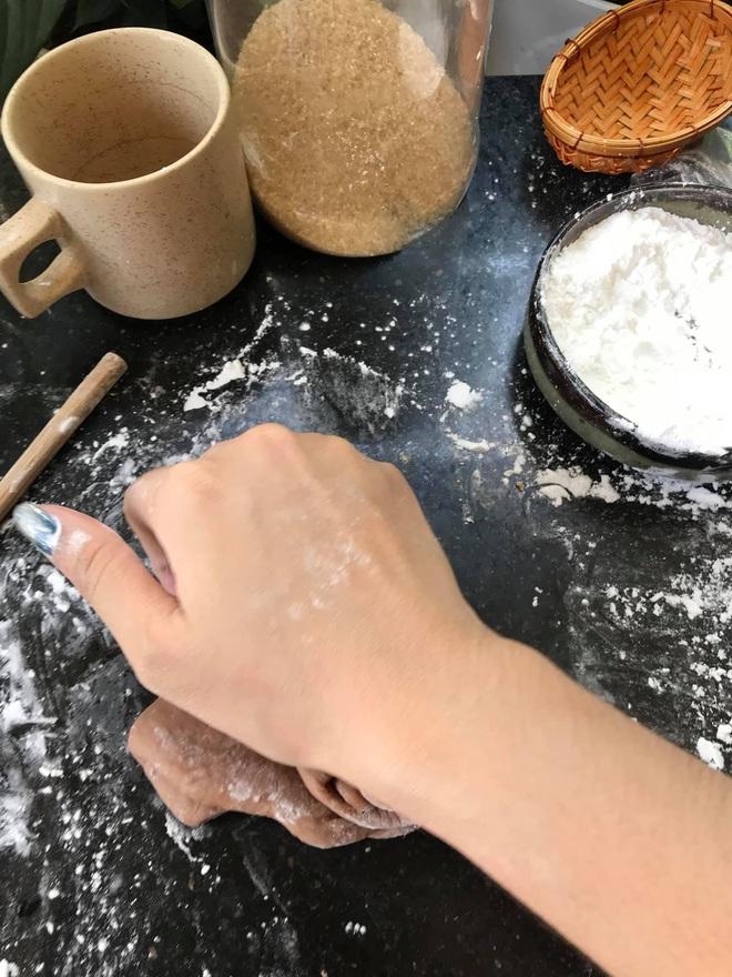 Những pha thất bại cay đắng của hội chị em khi ở nhà nấu ăn mùa dịch: Bánh bông lan Bao Công làm bằng nồi cơm điện, chè sữa trân châu nát bét - Ảnh 21.