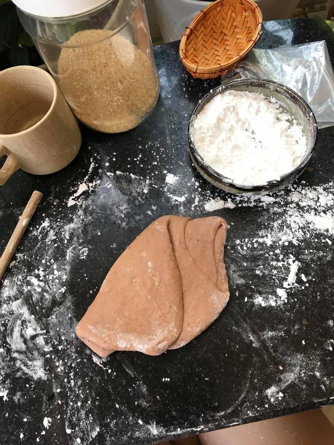 Những pha thất bại cay đắng của hội chị em khi ở nhà nấu ăn mùa dịch: Bánh bông lan Bao Công làm bằng nồi cơm điện, chè sữa trân châu nát bét - Ảnh 22.