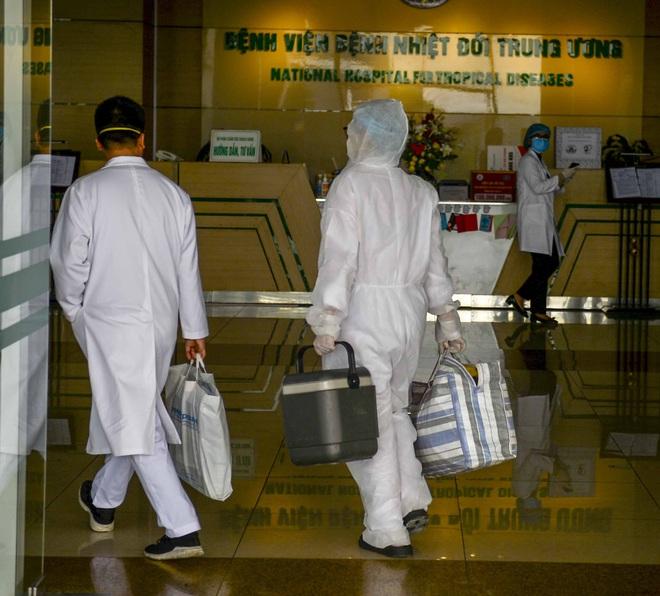 Chia sẻ của nữ phó trưởng khoa Nhiễm khuẩn Tổng hợp BV Nhiệt đới TƯ hơn 1 tháng chưa về nhà - Ảnh 3.