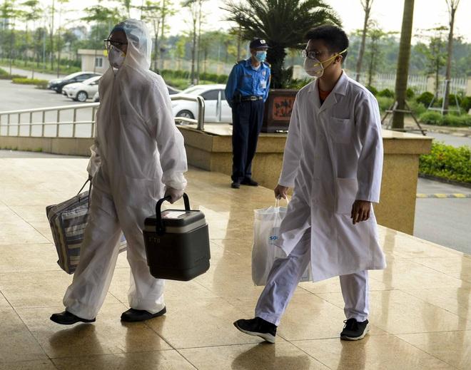Chia sẻ của nữ phó trưởng khoa Nhiễm khuẩn Tổng hợp BV Nhiệt đới TƯ hơn 1 tháng chưa về nhà - Ảnh 2.