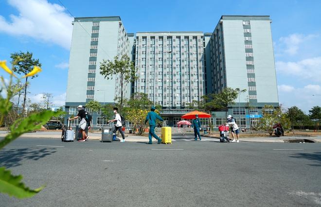 Thêm 1.323 người hoàn thành cách ly 14 ngày tại khu cách ly Đại Học quốc gia TP HCM - Ảnh 1.