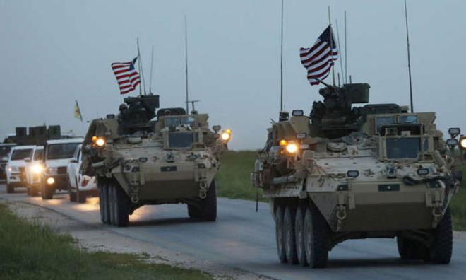 NÓNG: Đoàn xe quân sự Mỹ bất ngờ bị tấn công ở Syria, sĩ quan Lầu Năm Góc tử vong - Ảnh 1.
