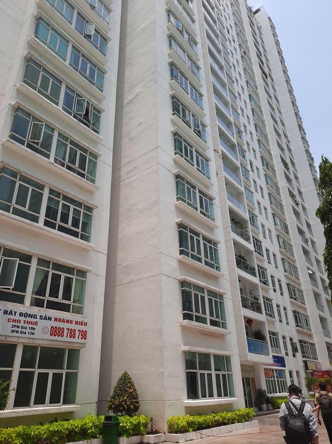 Vụ tiến sĩ - luật sư Bùi Quang Tín tử vong: Công an trích xuất toàn bộ camera ở khu vực chung cư - Ảnh 3.
