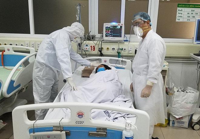 [CẬP NHẬT dịch COVID-19 ngày 7/4] Buổi sáng thứ 3 không ghi nhận ca mắc mới; Phi công người Anh nhiễm Covid-19 diễn tiến nặng, 2 bệnh viện phối hợp điều trị - Ảnh 1.