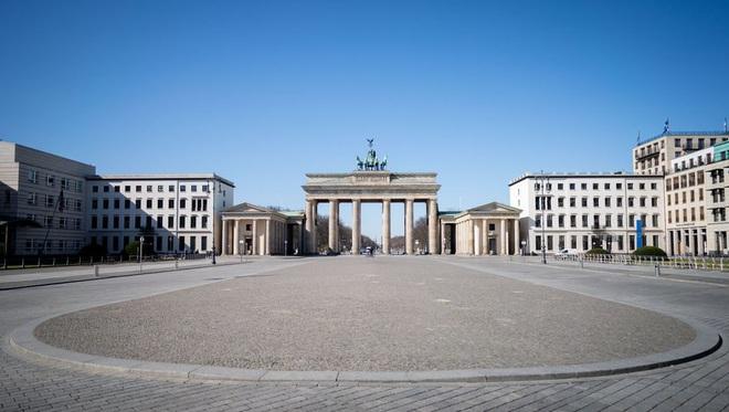 Hai vực thẳm ở nước Đức: Cứu tính mạng dân hay cứu nền kinh tế? - Ảnh 1.