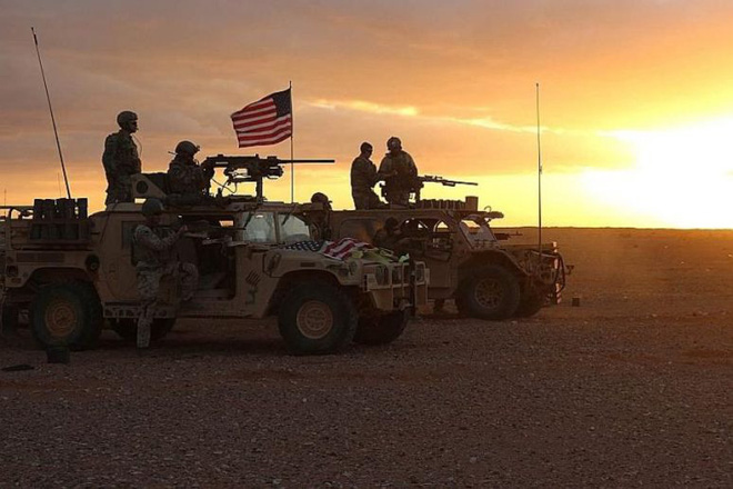 Tiêm kích Nga đồng loạt xuất kích, đòn sấm sét sắp giáng xuống Idlib - Mỹ cấp tốc chuyển quân bảo vệ các mỏ dầu ở Syria - Ảnh 1.