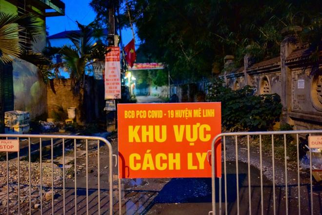 Những hình ảnh đầu tiên về thôn Hạ Lôi trong ngày đầu thực hiện lệnh phong tỏa; Chủ tịch Hà Nội nêu một lỗ hổng liên quan BN243 - Ảnh 5.