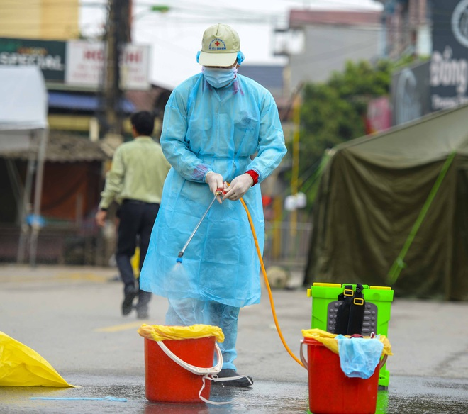 Cận cảnh thôn Hạ Lôi nơi bệnh nhân 243 mắc COVID-19 sinh sống ngày đầu cách ly - Ảnh 9.
