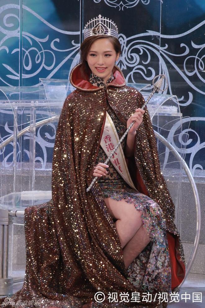 Hoa hậu Hong Kong bị bạn trai bỏ rơi vì đóng cảnh nóng táo bạo - Ảnh 2.