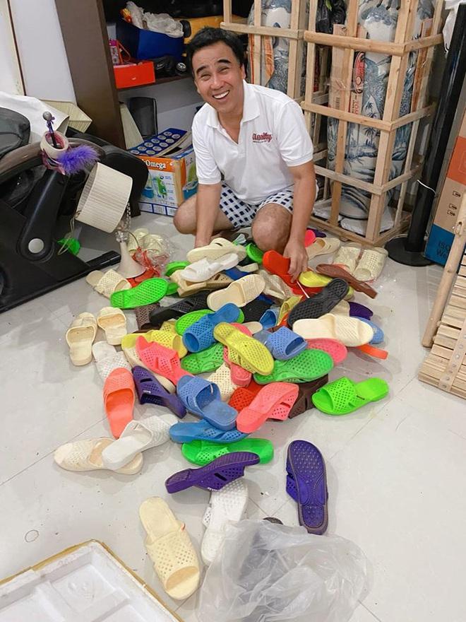 Ốc Thanh Vân sang chơi nhà Quyền Linh, khui được bộ sưu tập cả trăm đôi dép tổ ong huyền thoại - Ảnh 2.