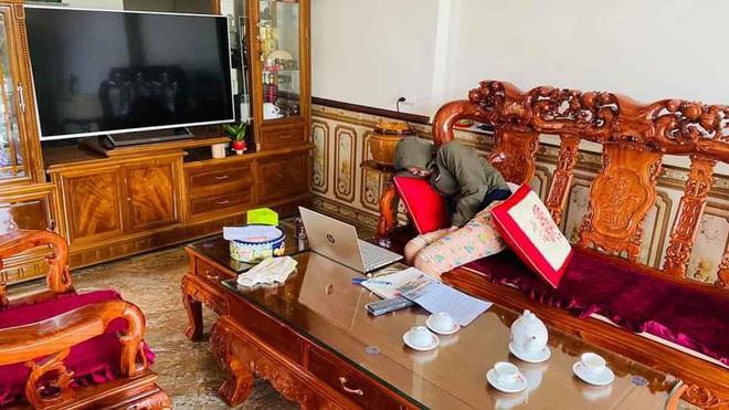 Em gái học online nhường hết việc nhà cho anh trai nhưng nhìn hành động của cô, ai cũng ngao ngán - Ảnh 2.